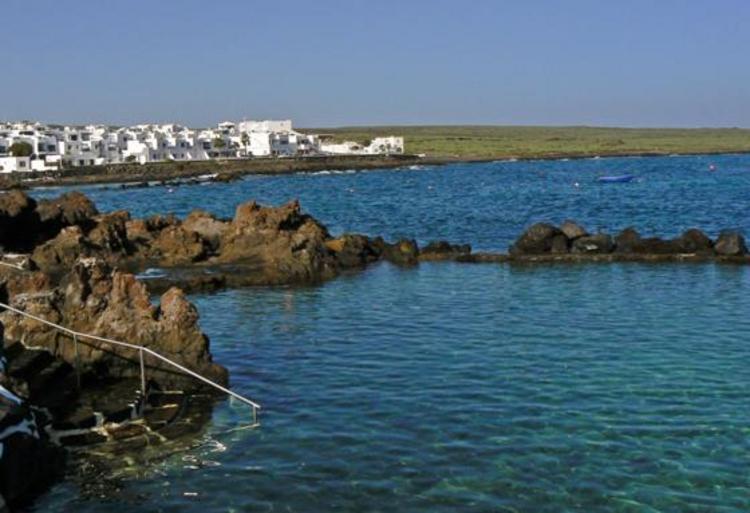 Lanzarote arrieta y punta mujeres for Piscinas naturales en el sur de gran canaria