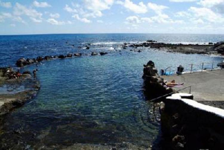 Lanzarote arrieta y punta mujeres for Piscinas naturales yaiza lanzarote
