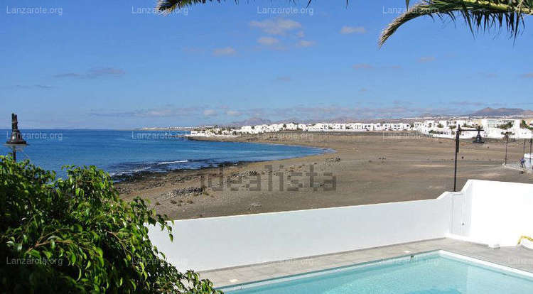 Villa on the front line of La Concha with sea views and pool.