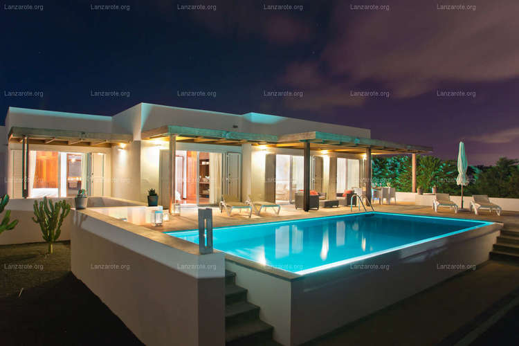 Luxury villa in Puerto Calero with  HEATED POOL and VIEWS