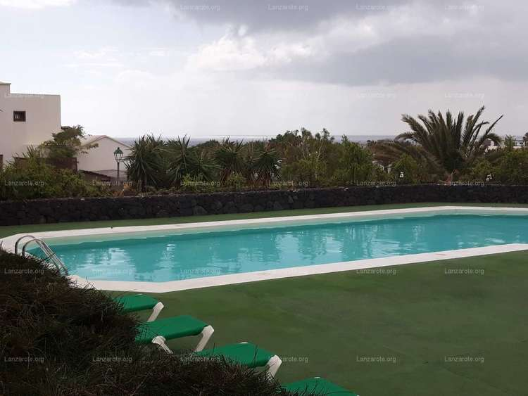 Ground Floor Apartment in Great Quality Urbanization, with courts paddle, tenis, and swimming pool.