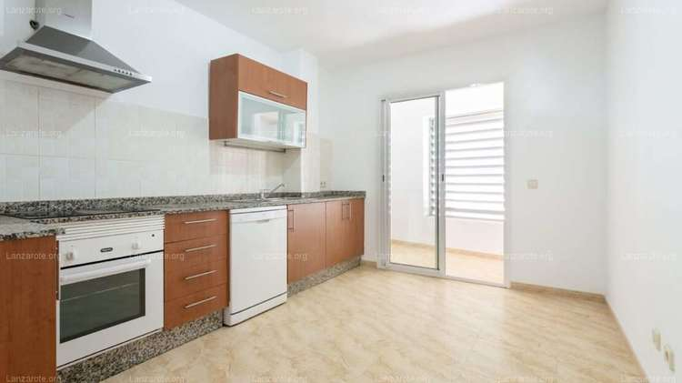 Spacious 4-bedroom apartment very close to Charco de San Gines